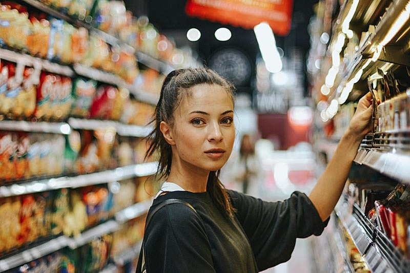 Consumer behavior supermarket woman