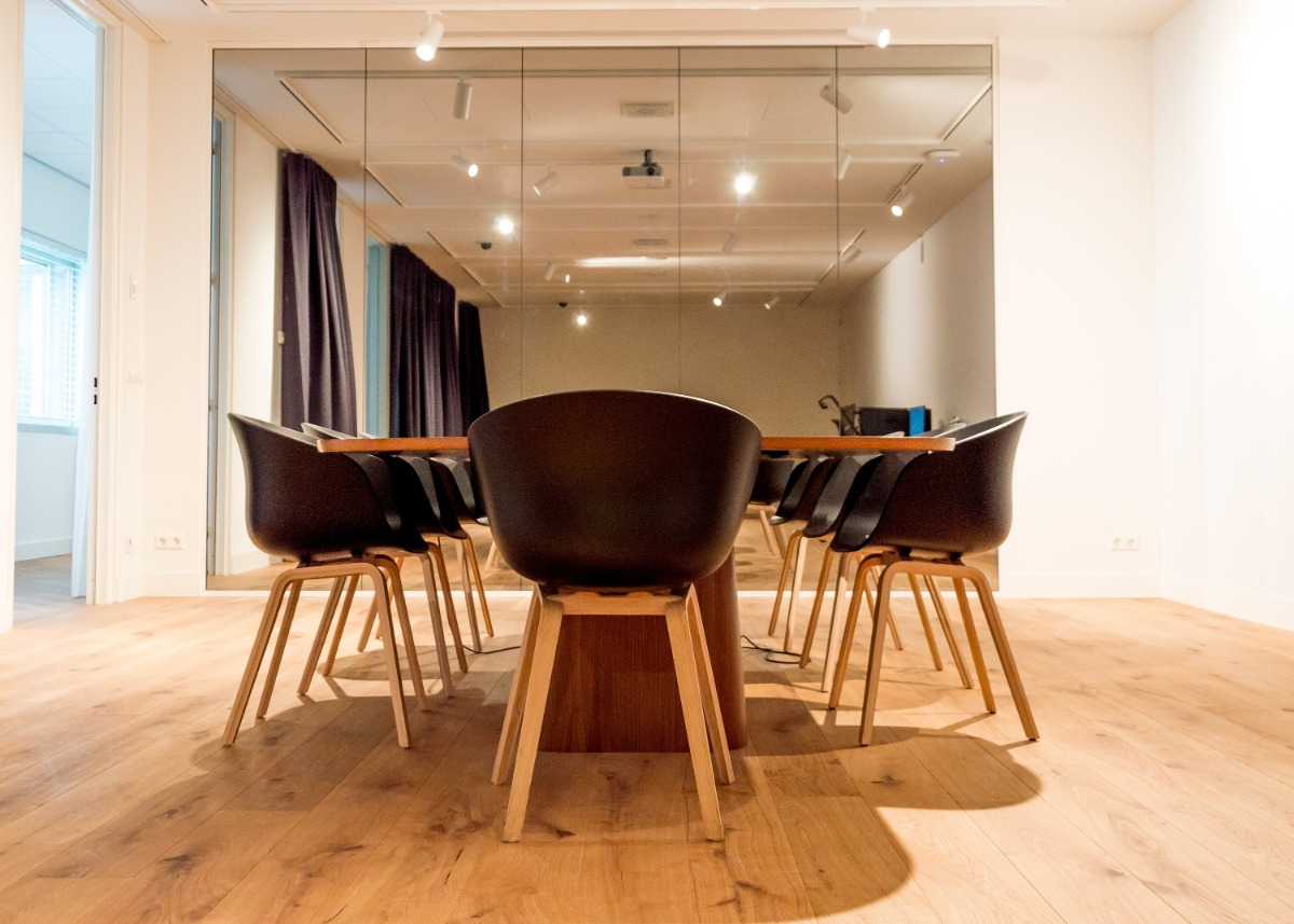 KPN Experience Lab table chairs meeting room