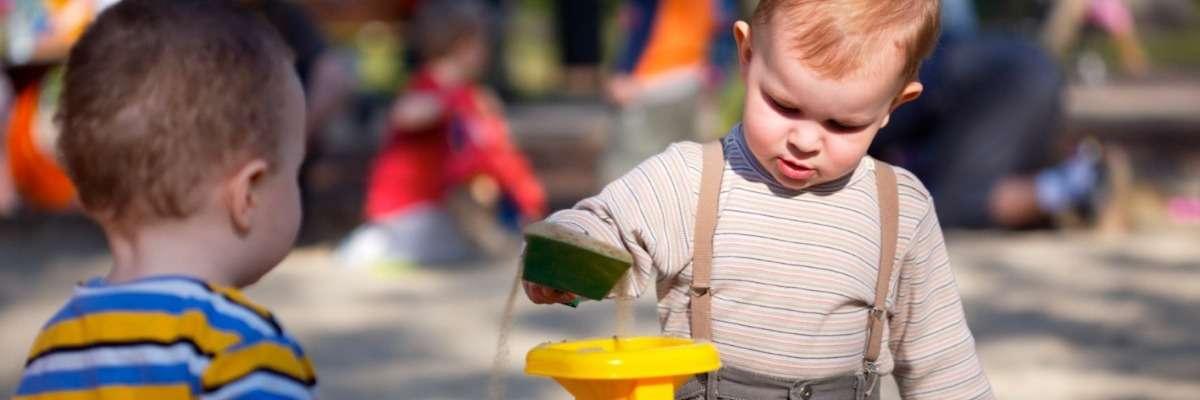 Early Infant behavior development of hand preference