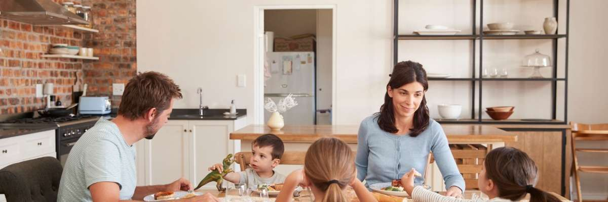 How do parenting practices relate to children's nutrition risk?